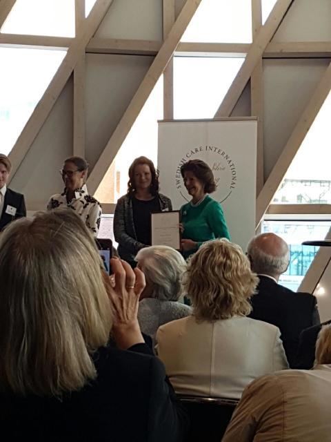 Attendos Pernilla Rönntoft fick pris av H.M. Drottning Silvia