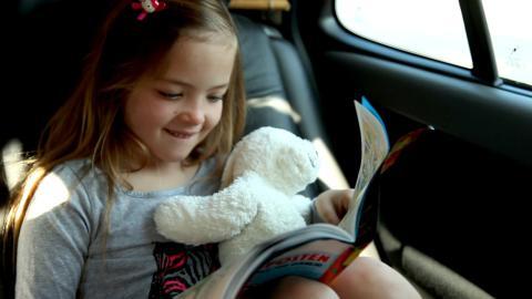 Tar dere bilen med på ferien? Her er våre beste tips for å bile i ferien med barna.
