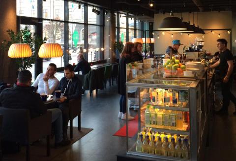 Wayne´s Coffee har flyttat till bästa läget i Gävle