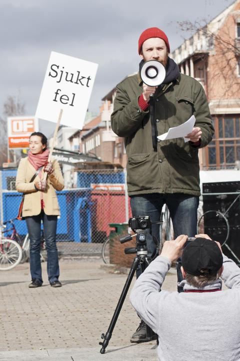 manifestation till stöd för korvförsäljare Helmer Holm, foto Albin Grind