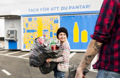 Över 100.000 burkar och flaskor storpantades på Hagby 2016