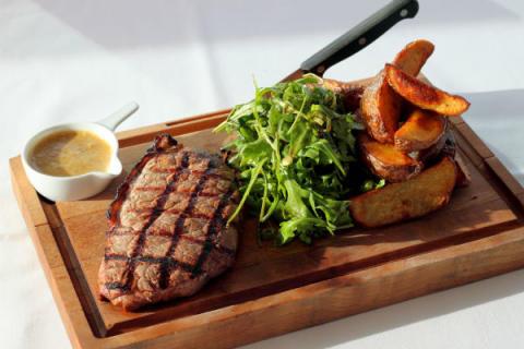 Det perfekte tilbehør til årets Steak & Blowjob dag