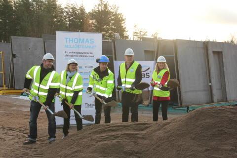Thomas Betong tog första spadtaget i Heby. Start för bygget av en ny modern fabrik för produktion av prefabricerade skalväggar och plattbärlag