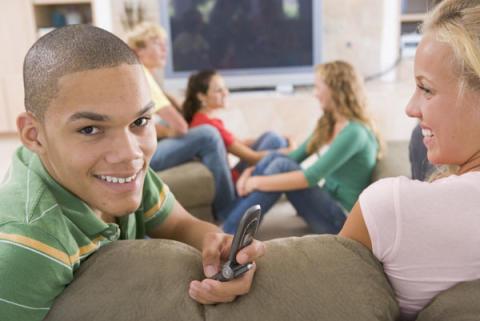 Fortsatt låga siffror för tonåringars användning av narkotika och tobak i Järfälla