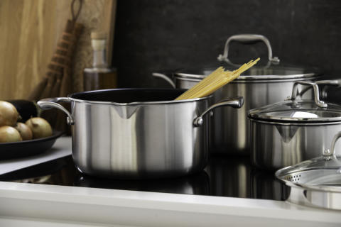 Pots_non-stick_C35SS-NS_C15SS-NS_C50SS-NS_in_kitchen_landscape_v3