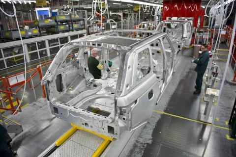 Jaguar Land Rover avbryta produktionen vid sina brittiska tillverkningsanläggningar