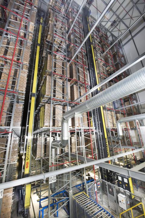 Det nye højlager ved Attends har fem krangange og 19.100 lagerpladser