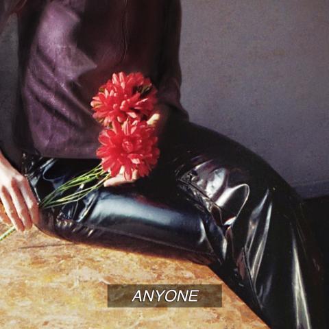 Hyllade indietrion CHINAH släpper albumet 'ANYONE' idag