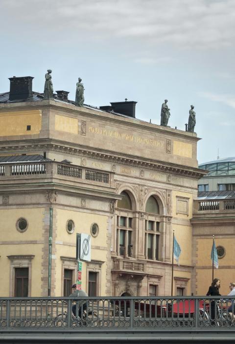 Konstakademiens hus, Fredsgatan 12, Stockholm med takskulpturer på plats 2019.
