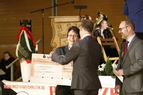 500 Musiker - 5.000 Euro von der Sparkasse - 100.000 Euro Gesamtspenden!