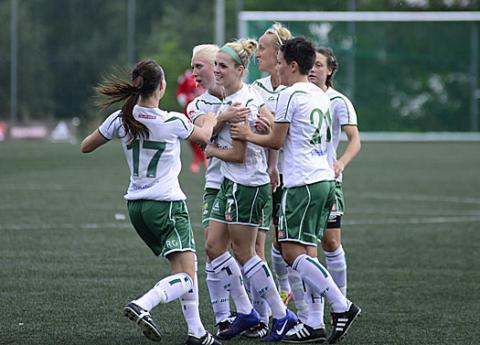 Målfirande efter Megan Mischlers segermål mot Bollstanäs