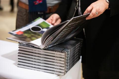 """Das druckfrische Fotobuch """"Verborgene Schönheiten""""."""