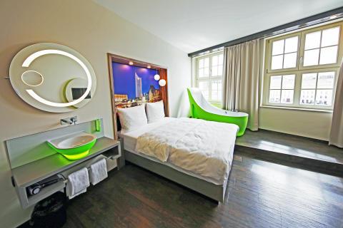 Premium-Zimmer mit Badewanne in Form eines Damenschuhs