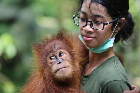 Bina Wana mit einer der einheimischen Pflegerinnen