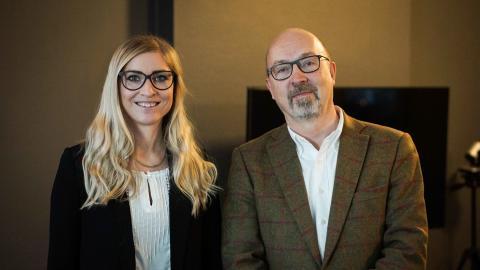 Jenny Elveljung, projektledare på Henson, och Anders Blom, ordförande Umeå IK.