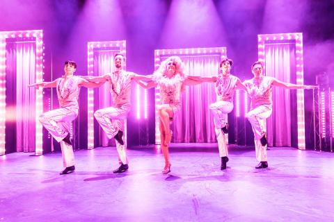 """Dags att byta grå vardag mot glamour: premiär av """"BABSAN SHOW – Ett liv i rosa"""" imorgon"""