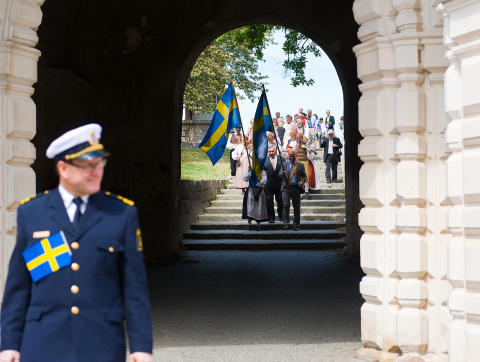 Nya svenska medborgare välkomnas traditionsenligt av Uppsala kommun under nationaldagsfirandet