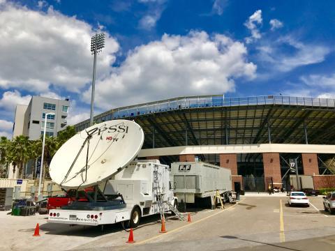 Servicios satelitales para la transmisión de eventos deportivos a gran escala