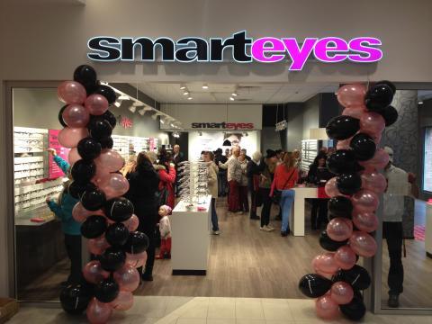 Ny butik: Smarteyes skänker glasögon till socialt utsatta i Falkenberg för upp till 400 000 kronor