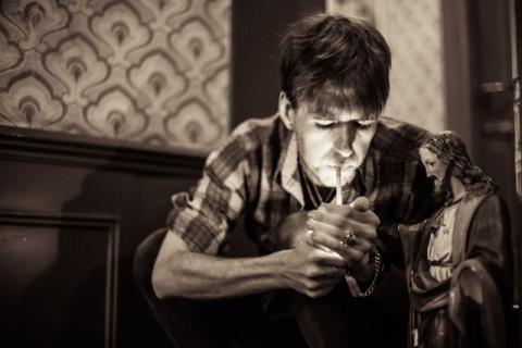 Dyster anmelder-darling, John Murry, fortæller sin livshistorie i Ideal Bar Live