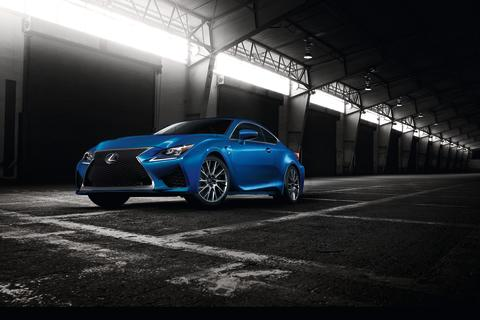 Världspremiär för supersportbilen Lexus RC F på bilsalongen i Genève