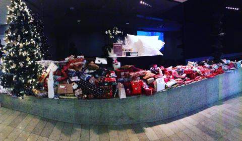 Clarion Hotel Stockholm samlar in julklappar till nyanlända svenskar