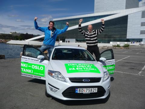Knut Wilthil og Henrik Borchgrevink kjørte 2536,4 km på en dieseltank med en Ford Mondeo ECOnetic.