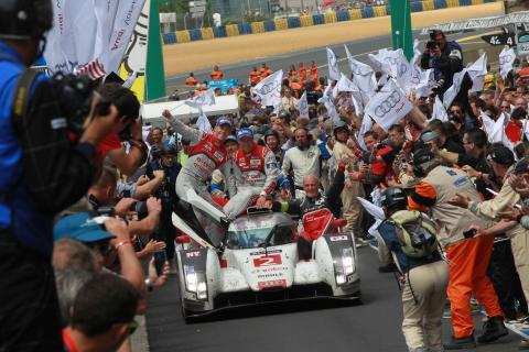 The Audi R18 e-tron quattro #2 wins the 2014 Le Mans 24h with Marcel Fässler, André Lotterer, Benoît Tréluyer