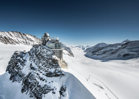 Die Sphinx auf dem Jungfraujoch (3571m). In ihrem Innern befindet sich der höchstgelegene Bahnhof Europas, daher auch der Beiname 'Top of Europe'