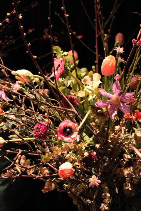 Vårigt blomsterarrangemang