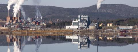Pålningsarbete under kvällstid vid Hörneborgsverket, Örnsköldsvik