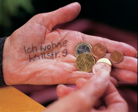 """Menschen mit Demenz brauchen Erinnerungsstützen: """"Ich wohne in der Wallstraße"""""""