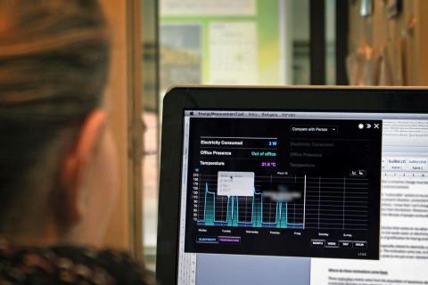 I projektet Beyondviz arbetar personal och ledning på fyra arbetsplatser för att öka medvetenheten och ändra vanor som bidrar till onödig energianvändning.  Ett datorprogram visar hur mycket el man använder på sitt kontor.