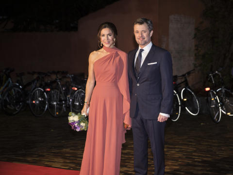 D.K.H Kronprins Frederik og Kronprinsesse Mary ankommer til ODEON i Odense.