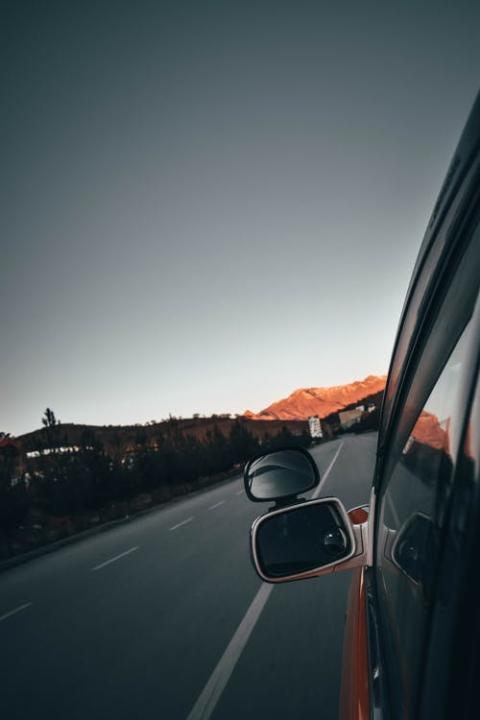 Flere og flere danskere køber deres bil på nettet – men hvorfor?