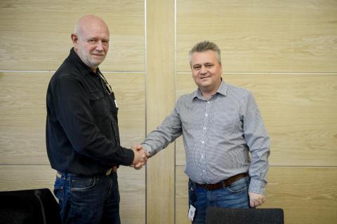 Signerer avtale om sammenslåing
