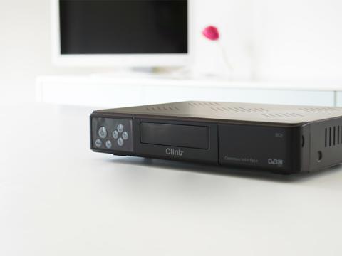 Digitale TV-kanaler kan også ses på analoge TV-apparater