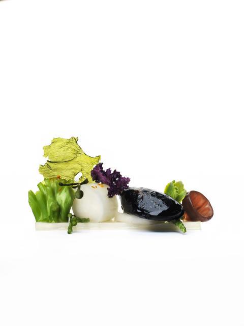 Sallad med blåmussla, vit sparris, broccoli och havsblad
