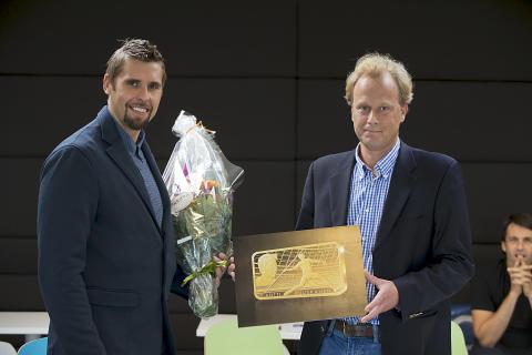 Antti Ruuskanen ja Suomen Monetan maajohtaja Janne Häkkinen