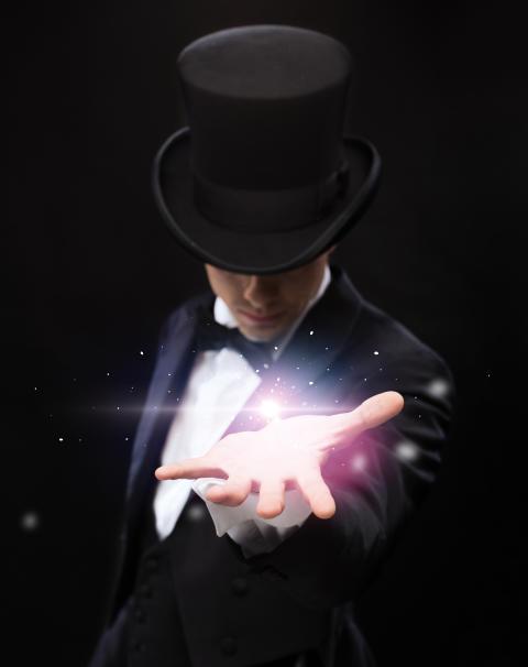 Tag fusen på alle til dit næste arrangement: Lej en tryllekunstner