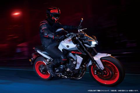 スポーツモデル「MT-09 ABS」をカラーチェンジ 鮮やかなバーミリオンをホイールに配し、アグレッシブさを強調