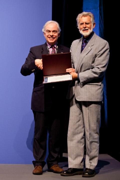 Tung internationell utmärkelse till Johnny Ludvigsson