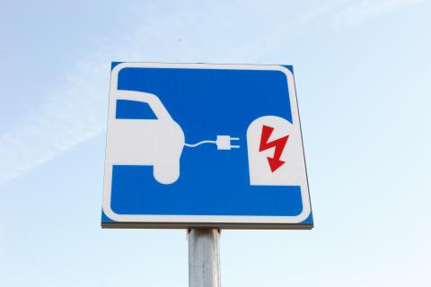 Väsby underlättar för elbilar