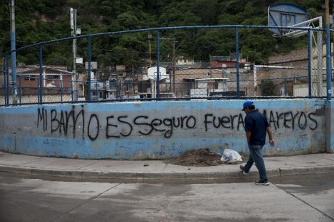 """Centralamerika: Hundratusentals tvingas fly från """"krigsliknande"""" våld"""