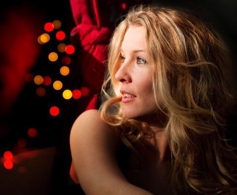 """Pernilla Andersson ramar in julen med nya albumet """"Vintersånger från Garbo"""". Idag släpps singeln """"Här kommer snön""""."""