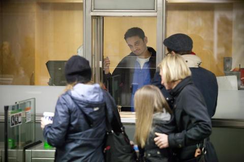 Fullt biljettsortiment i tunnelbanans spärrkiosker