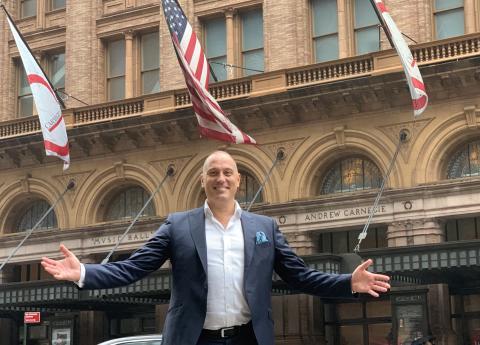 Nu gör svenska artisten John Kluge mäktig konsertdebut i New York och anrika Carnegie Hall!