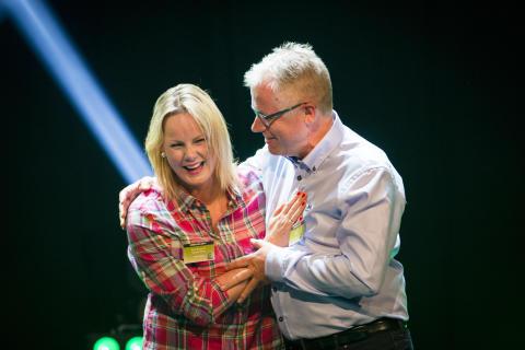 Aina Olsen og KIWI-sjef Jan Paul Bjørkøy