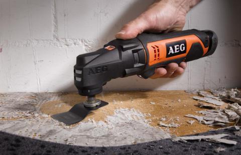 Sag, skrap, slip, skru og slå spiker med AEG's 12 volt multiverktøy med utskiftbare hoder!