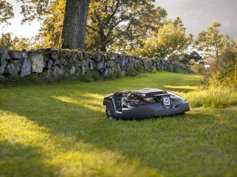 Automower klipper græsset for boligforening (5)